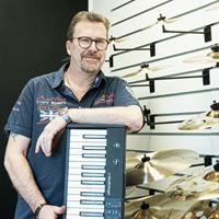 Dan Music Partner, Lasse
